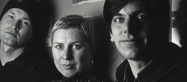 The Günter Grasses auf ihrer legendären 92er Tour durch litauische Lastenaufzüge.