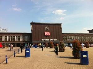 Dieses Foto hat nichts mit der Sendung zu tun. Aus irgendeinem unerfindlichen Grund zeigt es den Bahnhof von Duisburg.