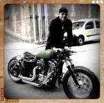 Anatol rollt die Harley ins Studio